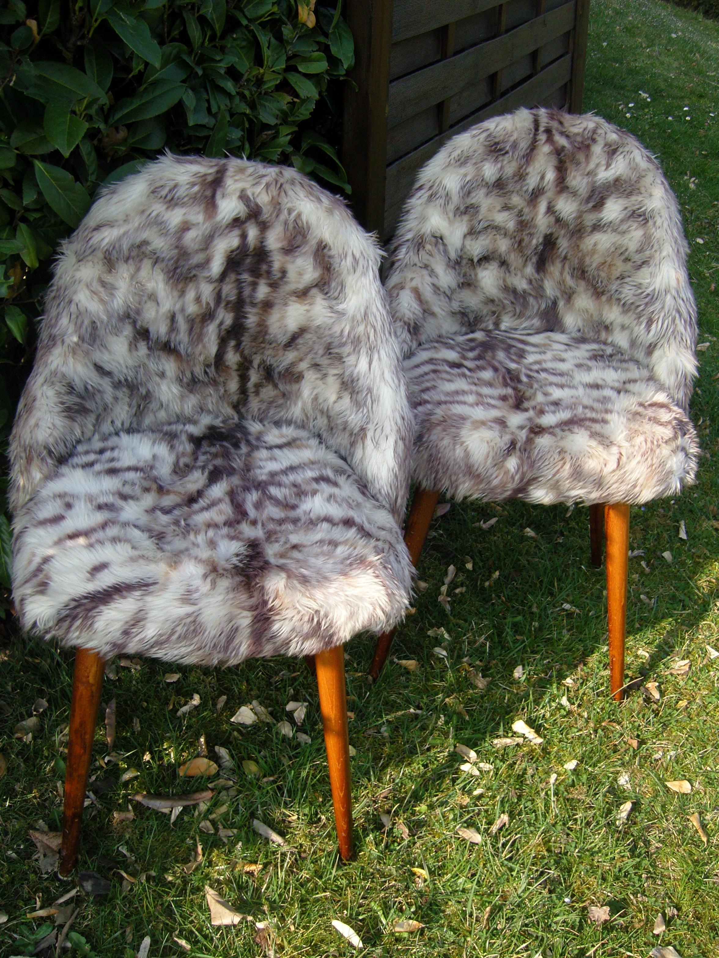chaises et pouf moumoute l opard. Black Bedroom Furniture Sets. Home Design Ideas