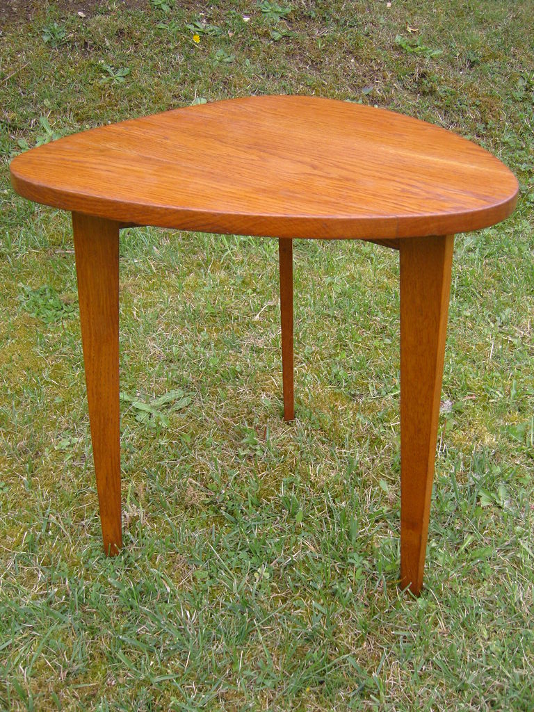 Table gueridon tripode style scandinave for Table tripode scandinave