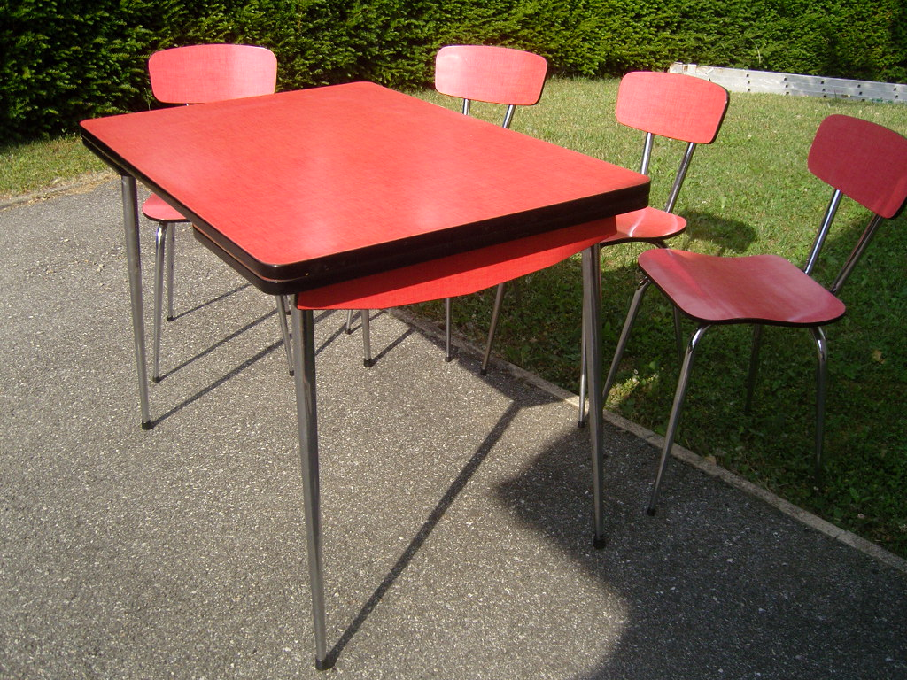 Table formica rouge et ses 4 chaises for Table formica