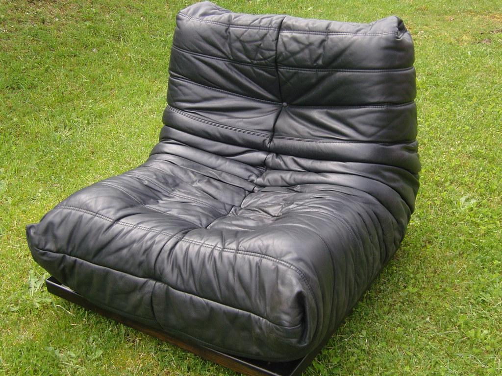 ensemble togo ligne roset cuir noir ann es 70. Black Bedroom Furniture Sets. Home Design Ideas